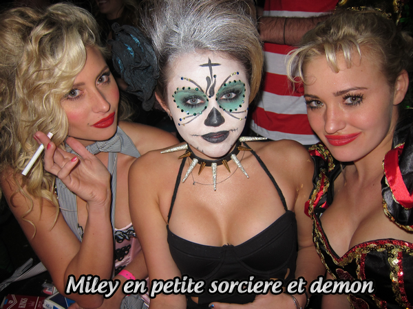 31.10.11 Miley à organisé une grande fête d'Halloween chez elle. - C'est à l'occasion d'Halloween que notre chère Miley à organisé une grande soirée chez elle. C'est avec horreur et frissons que Miley à passé la soirée en compagnie de certaines stars et amis. Pour l'instant nous savons que Zac Efron, Emma Roberts, Aly et AJ étaient présents. Pour sa tenue d'Halloween, Miley a fait très simple pour la tenue, un haut/ une robe noir déchirée mais elle a surtout misé sur un maquillage facial. C'est donc avec un costume de petit démon/sorcière que Miley à passé Halloween. TOP !