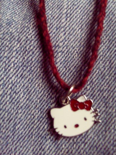Pendentif Hello Kitty_ noeud rouge
