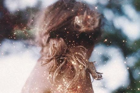 Trop de princes que l'on croit charmants, trop de paroles prononcées sans sentiments. Désillusionnée avant l'âge je dégueule sur la facticité des sentiments.