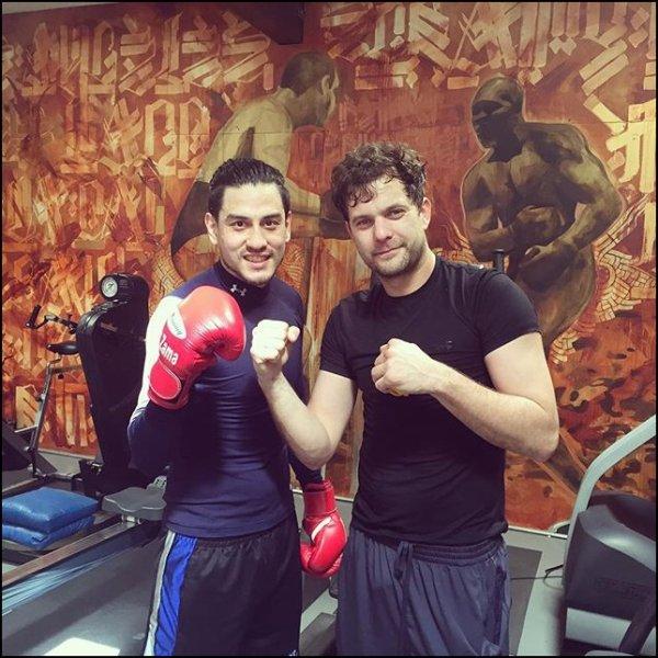 Joshua a un cours de boxe