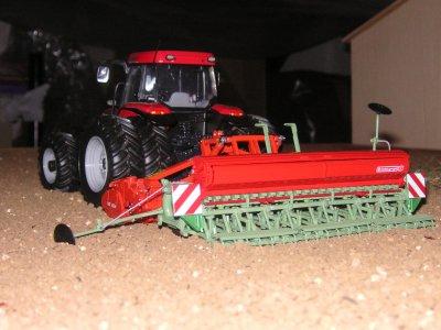 semis de blé 2010 avec un mc cormick mtx 145 jumelé et un combiné de semis kuhn + nodet 4m