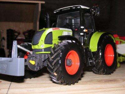 claas arion 640 (new design) et chariot + coupe de 7.50 m de ma tucano 450 sur chenille