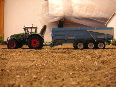 les bennes 3 essieux et les plus gros tracteurs de la ferme