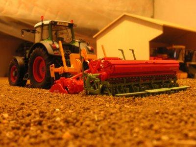 fendt 828 et décompacteur agrisem + combiné de semis 4m