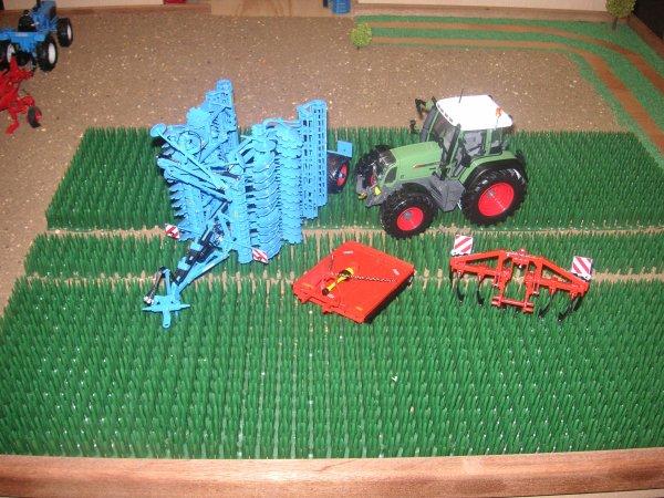 Nouveautés dans la ferme (que je viens d'aller chercher à la boutique de 100% pur tracteur à Ingré)