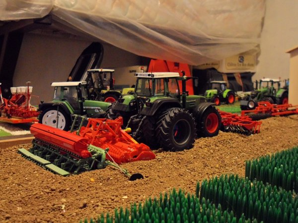 Le Fendt 824 jumelé dans le diorama