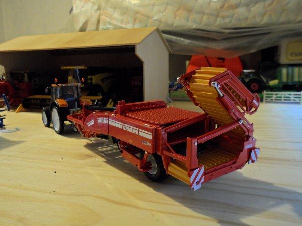 RENAULT Ares 836 roues fines et l'arracheuse à patates GRIMME