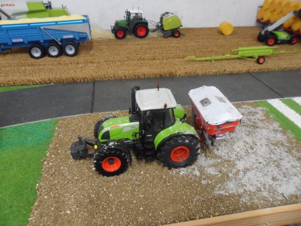 Le CLAAS Arion 640 BP à l'épandage !!!