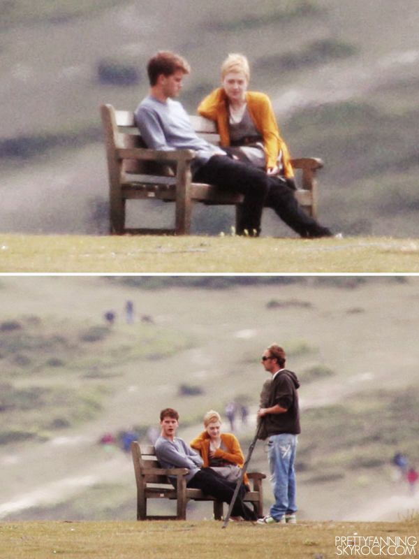 """PrettyFanning 27.07.11_.O N T H E S E TDakota a été vu tournant pour son nouveau film """"Now Is Good"""" au bord d'une falaise. Note : Je ne comprendrais toujours pas pourquoi il y a un banc au bord d'une falaise.. PrettyFanning"""