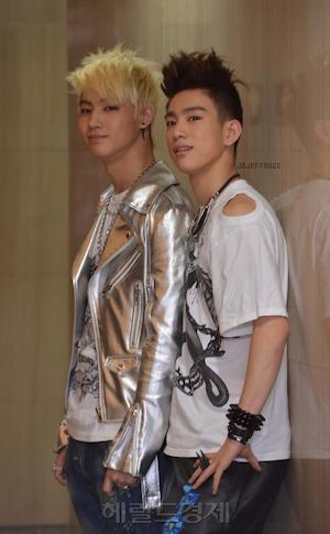 PHOTOS 21.05.2012 — Quelques photos pour TV Daily Korea, Newsen ainsi que des photos officielles ! Et comme d'habitude, de magnifiques photos de nos deux garçons !