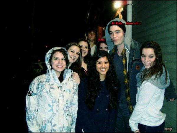 ____ 15 Mars 2011 | Robert et Kristen étaient à la sortie d'un cinéma au Canada, à côté de Vancouver !  ____