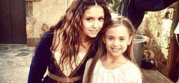 Vampire Diaries, saison 5 : Katherine et sa petite fille dans un flashback