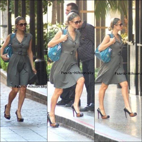 .11/04/11: Paris arrivant à l'hotel de Beverly Hills.