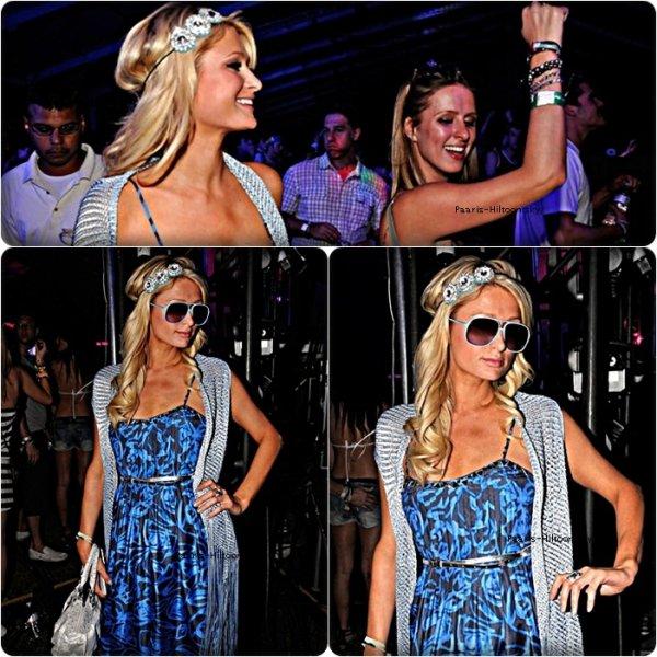 .15/04/11: Paris a assisté avec sa soeur Nicky et son petit chéri Cy à la Coachella, un festival de musique et de mode qui se déroule à Indio, dans le sud de la Californie.