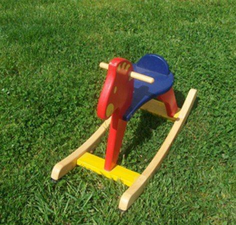 un cheval en bois