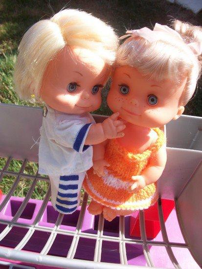 mini robe et chapeau pour mini poupée.