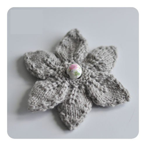 faire une fleur au tricot.
