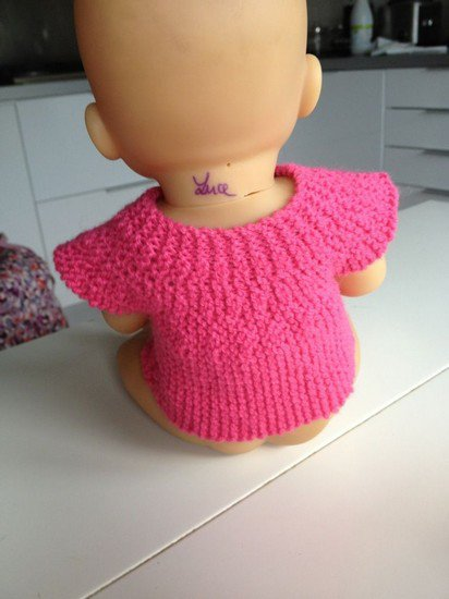 tuto tricot: gilet en rangs raccourcis pour poupée.