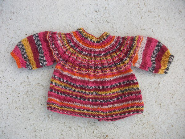 laine qui tricote automatiquement le jacquard.