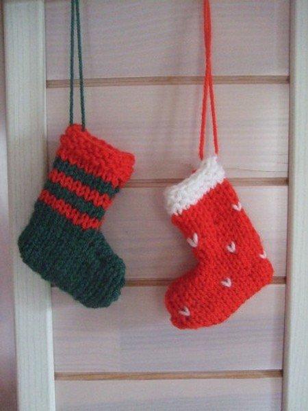 tuto tricot : Petites bottes de Noël au tricot.