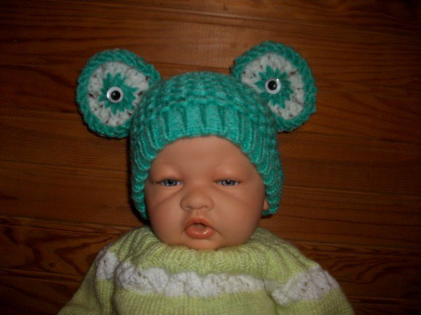 """un bonnet """" grenouille""""."""