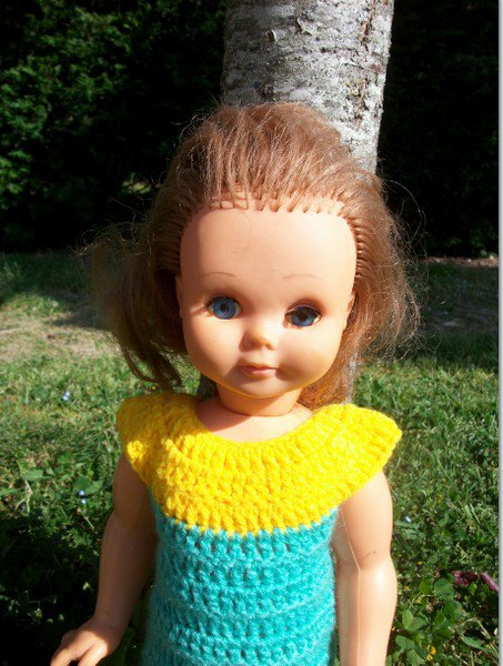 ma première robe poupée au crochet.
