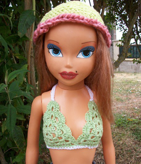 bikini pour poupée au crochet.