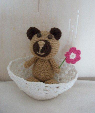 mini ourson et sa fleur.