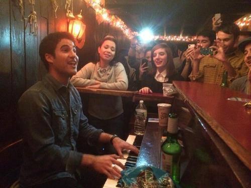 Darren et Lea Salonga au piano bar Marie's Crisis
