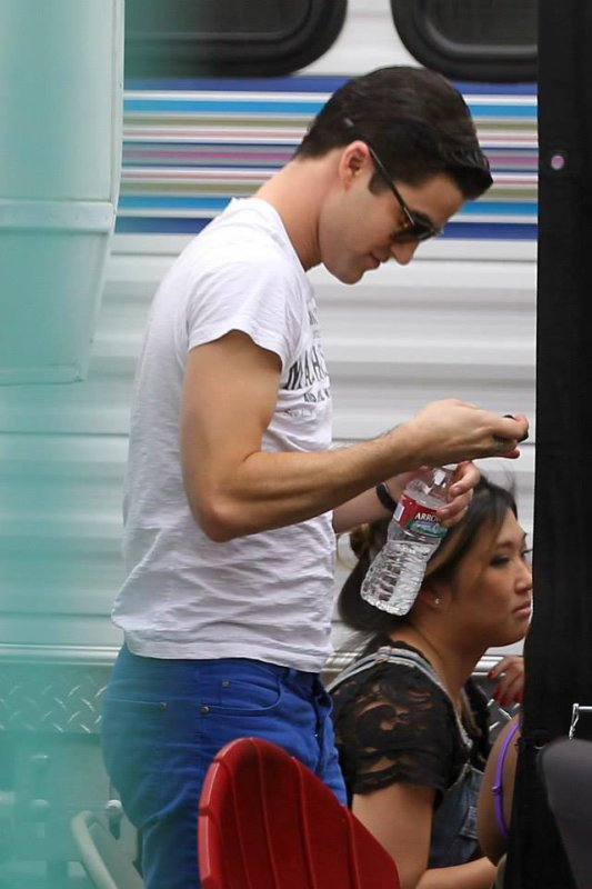 Darren Criss sur le set de Glee