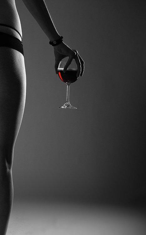 « Le prolétaire se saoule avec du vin rouge, l'aristocrate se grise avec du champagne…. Le 1er dégueule, le second vomit » :-)))