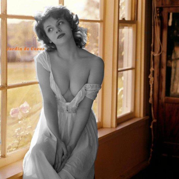 Ne montre pas ta beauté... montre plutôt tes qualités ... La beauté charme les yeux  mais la qualité charme l'âme