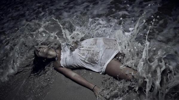 Je voudrais être la vague Déferler sur ton corps...........