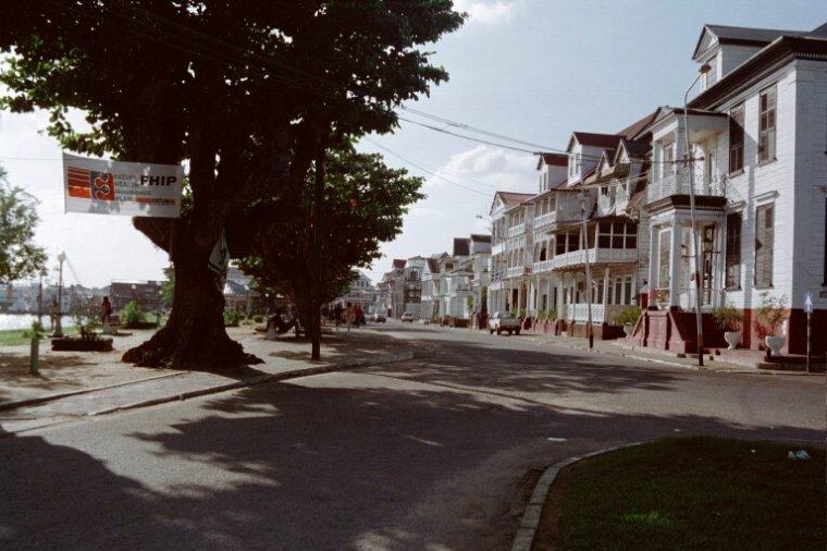 Les Pays _ _ Suriname