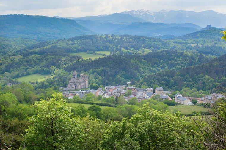 Admirez les paysages de l'Auvergne, ce territoire volcanique qui fait la richesse du patrimoine français