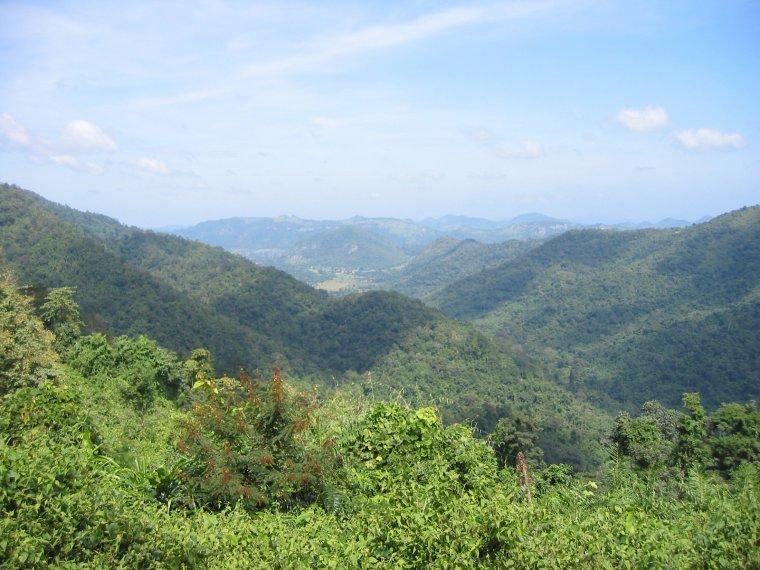 Montagnes de Dong Phaya Yen