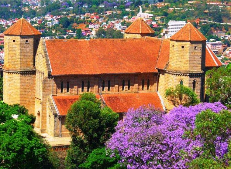 Madagascar  _  Cathédrale Saint Laurent Ambohimanoro