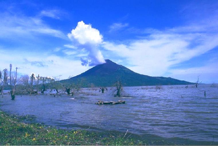 Nicaragua  -  Volcan Momotombo