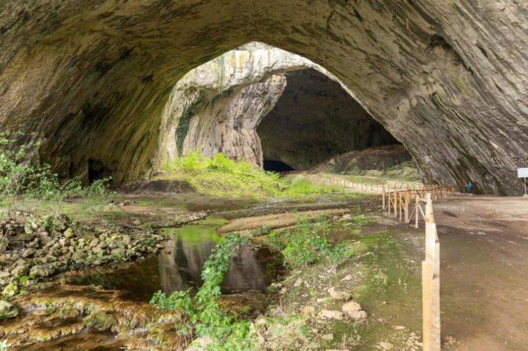 Bulgarie  -  Grotte de Devetashka