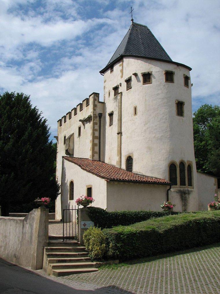 France  -  Église fortifiée de Saint-Quentin de Scy-Chazelles
