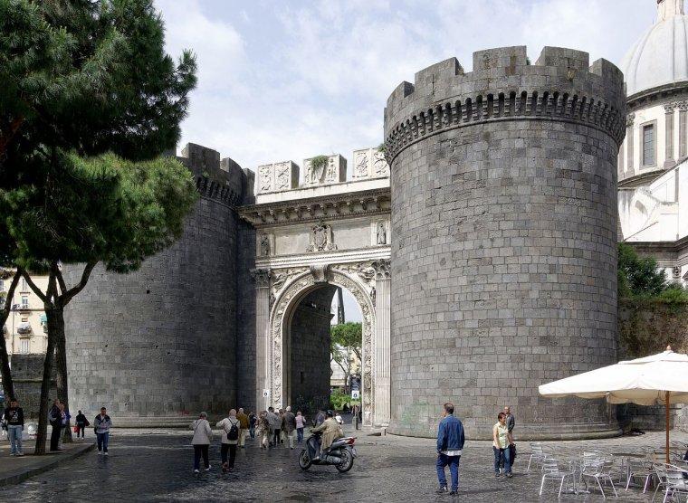 Italie  -  Porta Capuana