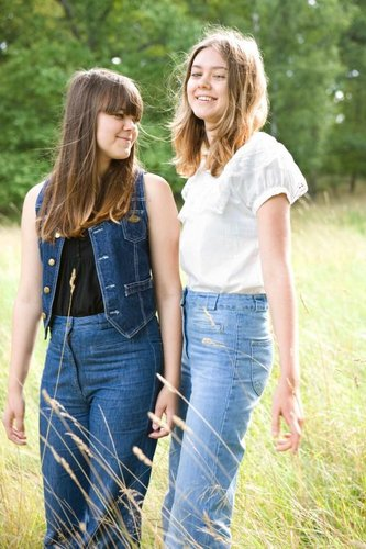 Qui sont FIRST AID KIT