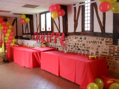 D coration rouge et jaune anniversaire 50 ans la d co de for Decoration 25 ans