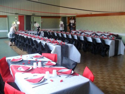 D coration blanc rouge et noir mariage la d co de marie - Deco de table noir et blanc pas cher ...