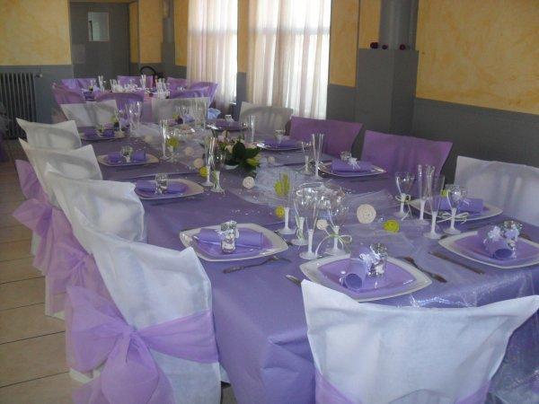 decoration table mariage blanc et parme