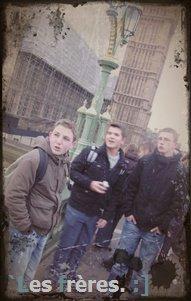 » Londres avec Les frères. ◊