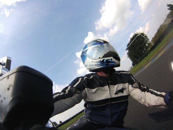 Autoportrait en moto (gopro)