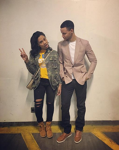28/04/2016 : Ayesha posted a photo of her with Steph after the game
