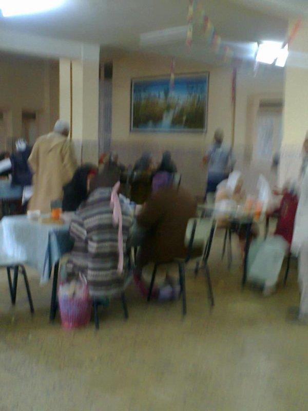 chorba et chtitha dajaj pour nos grands parents  freres et soeurs du centre des personnes agées hamam righa le 30 11 2012