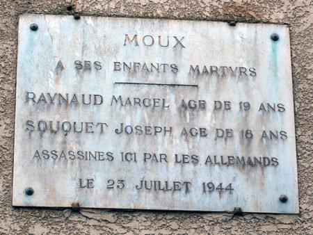 Stèle commémorative d'un crime de guerre à Moux (11)